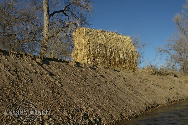 Goose and Duck Hunting Blinds http://photokayaker.fit2paddle.com/paddling-and-goose-hunting-on-the-south-platte-river/
