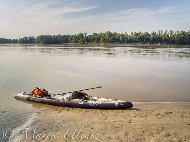 Stand up paddleboard in Missouri River 340 race